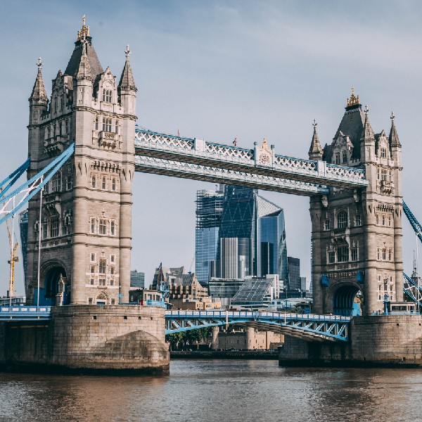 Photograph of the Tower Bridge in London, UK